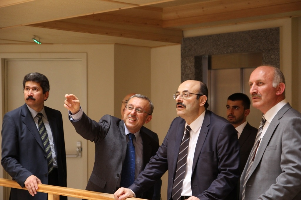 http://sbe.fatihsultan.edu.tr/resimler/upload/Yil-Sonu-Sergisi-Prof-Dr-Oktay-Aslanapa-Anisina-10120613.jpg