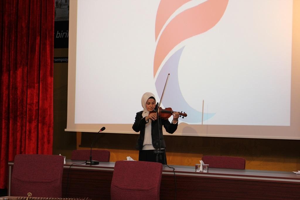http://sbe.fatihsultan.edu.tr/resimler/upload/Yil-Sonu-Sergisi-Prof-Dr-Oktay-Aslanapa-Anisina-11120613.jpg