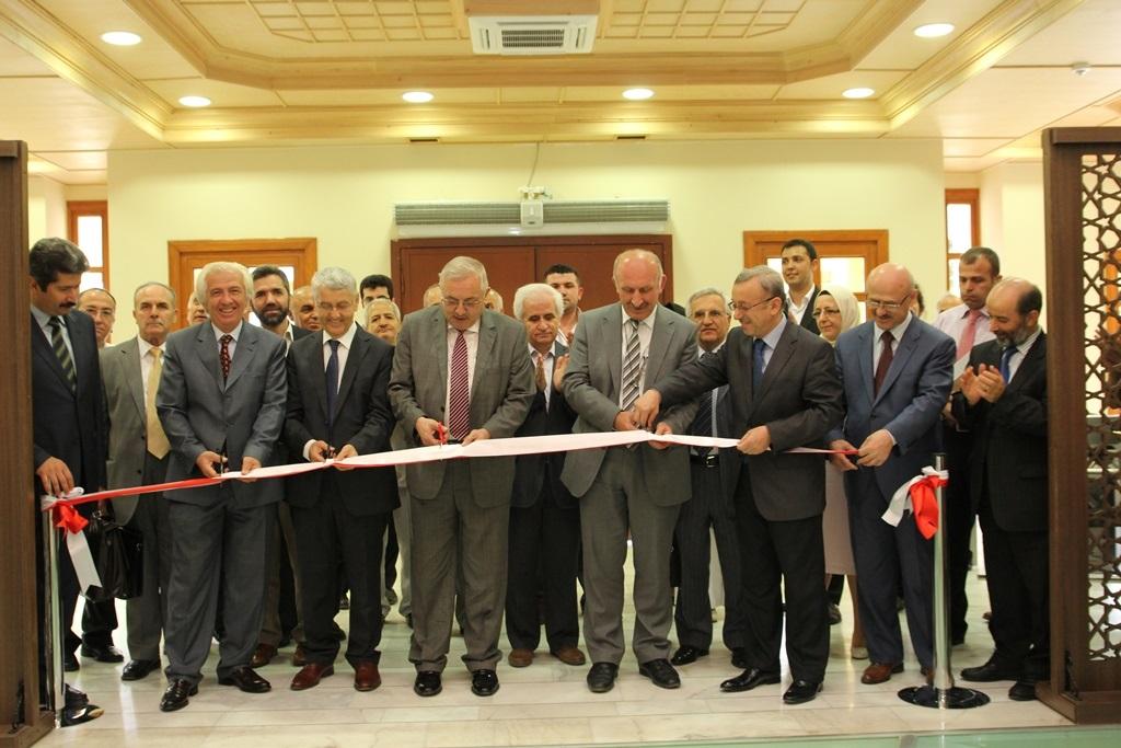 http://sbe.fatihsultan.edu.tr/resimler/upload/Yil-Sonu-Sergisi-Prof-Dr-Oktay-Aslanapa-Anisina-1120613.jpg