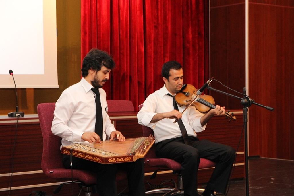 http://sbe.fatihsultan.edu.tr/resimler/upload/Yil-Sonu-Sergisi-Prof-Dr-Oktay-Aslanapa-Anisina-14120613.jpg
