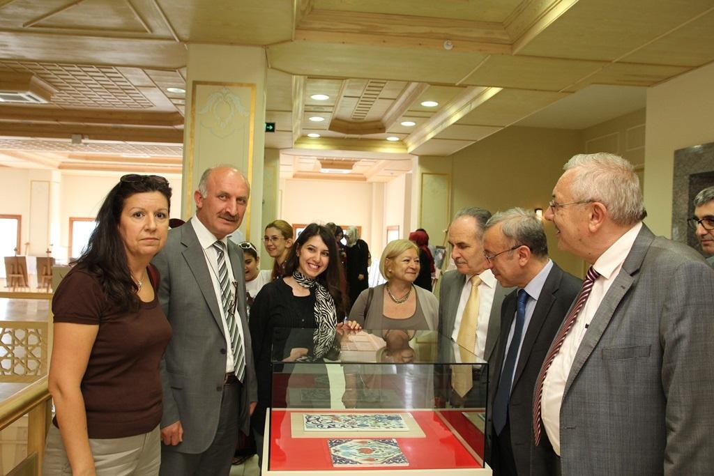 http://sbe.fatihsultan.edu.tr/resimler/upload/Yil-Sonu-Sergisi-Prof-Dr-Oktay-Aslanapa-Anisina-4120613.jpg