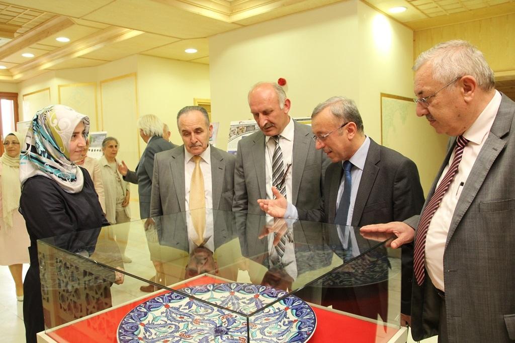 http://sbe.fatihsultan.edu.tr/resimler/upload/Yil-Sonu-Sergisi-Prof-Dr-Oktay-Aslanapa-Anisina-5120613.jpg
