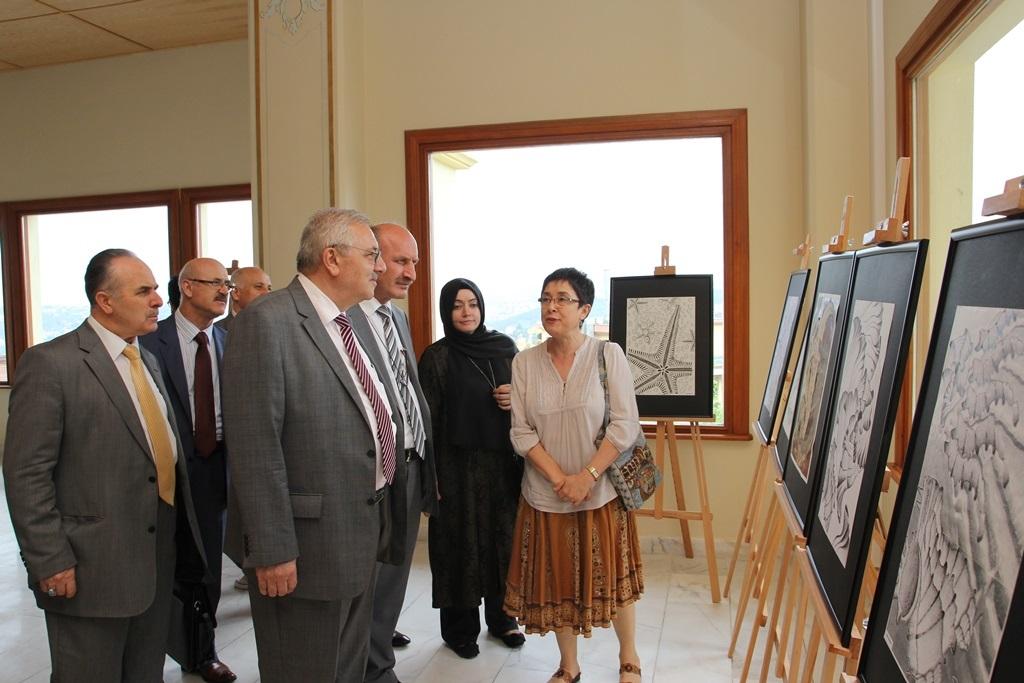 http://sbe.fatihsultan.edu.tr/resimler/upload/Yil-Sonu-Sergisi-Prof-Dr-Oktay-Aslanapa-Anisina-6120613.jpg
