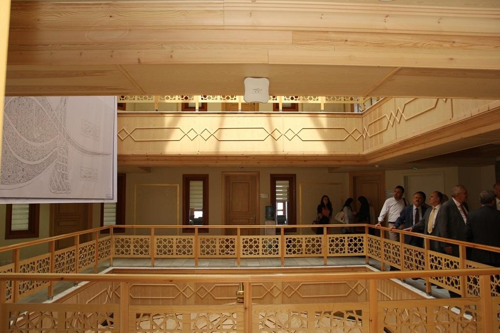 http://sbe.fatihsultan.edu.tr/resimler/upload/Yil-Sonu-Sergisi-Prof-Dr-Oktay-Aslanapa-Anisina-7120613.jpg