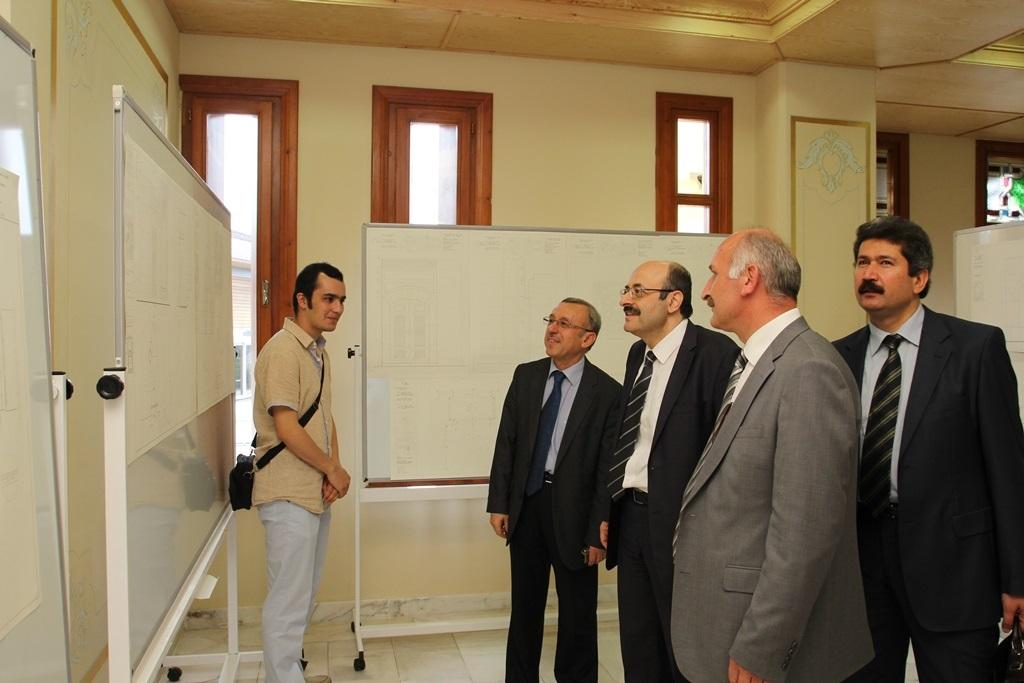 http://sbe.fatihsultan.edu.tr/resimler/upload/Yil-Sonu-Sergisi-Prof-Dr-Oktay-Aslanapa-Anisina-8120613.jpg